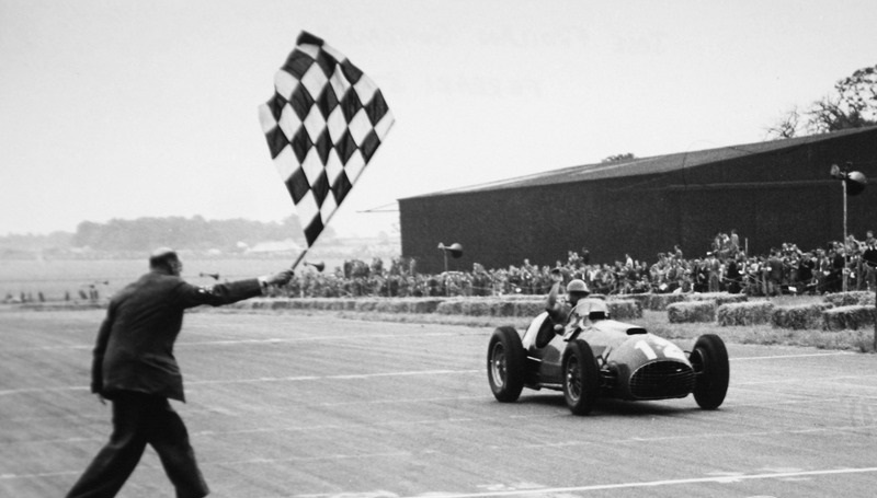 f1-british-gp-1951-jose-froilan-gonzalez-1st-position-ferrari-s-first-gp-victory